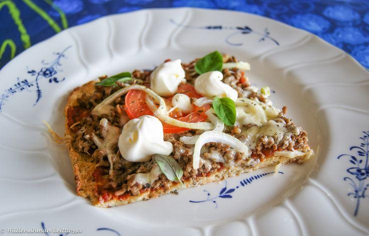 Hiidenuhman keittiössä: Kukkakaalipizza meksikolaisella jauhelihatäytteellä
