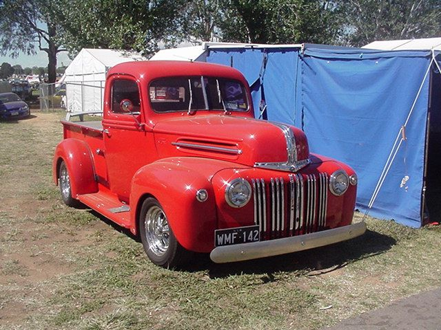 antique pickup trucks | This vintage Ford pickup looks to be about a '48.