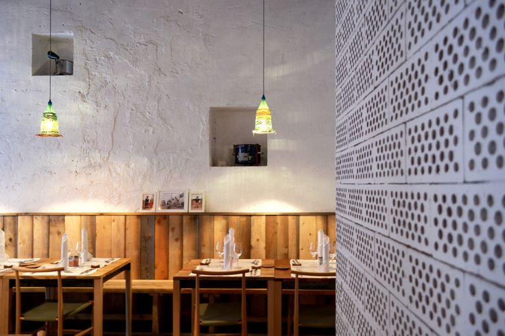 In Milan, the neighborhood of Navigli, hosts the restaurant 28 Posti, that asserts itself silently.