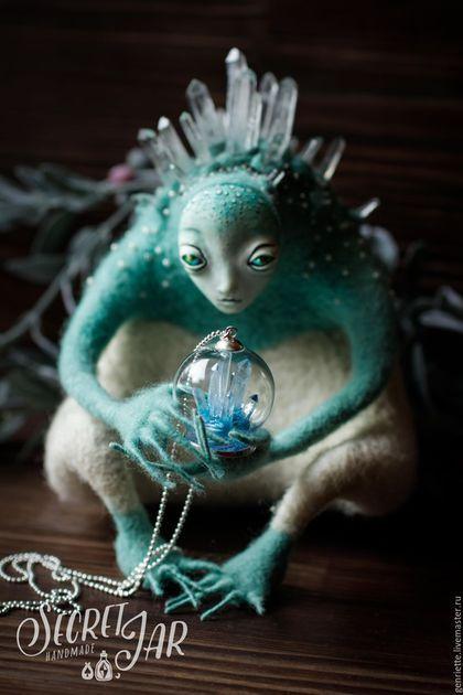Needle felted toy / Сказочные персонажи ручной работы. Иччи - хранитель горных пещер. Secret Jar. Интернет-магазин Ярмарка Мастеров. Голубой, кристаллы