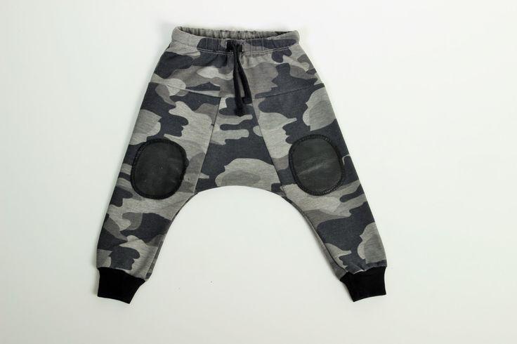 Baby boys pants - Camo harem baby pants - Baby Boys fashion - Camo Kids Pants - Cool boys fashion - Black Grey camo baby pants di TULIBERT su Etsy https://www.etsy.com/it/listing/184587939/baby-boys-pants-camo-harem-baby-pants