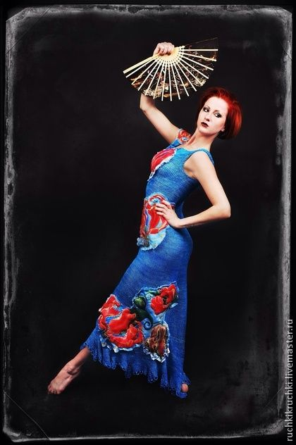 Платье спицами `Глориоза` из шелка с объемными аппликациями. Необыкновенное платье! Созданное специально для яркой и артистической натуры, это платье станет достойной оправой и подчеркнет все достоинства своей хозяйки. Роскошный шелк ручного окрашивания изумительных…