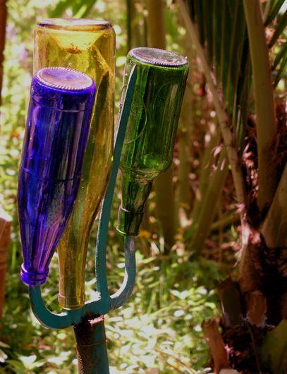,,: Pitch Forks, Bottletre, Old Trees, Gardens Tools, Yard Art, Bottle Trees, Bottle Gardens, Gardens Art, Bottle Art