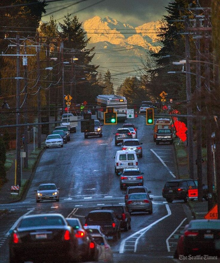 California Map Hwy 99%0A     in the distance as cars back up along Street Southwest in Mountlake  Terrace on Tuesday morning on their way to Interstate Icy cold conditions  created a