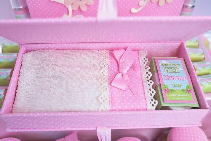 Recordatorios para Nacimiento  Caja con toallita y jabón de avena.