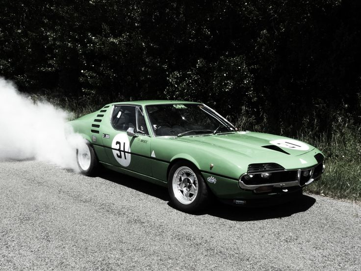 Alfa Romeo Montreal doing a burnout... usually Montreals are (understandably) treated like museum pieces so this is cool