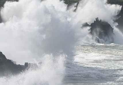 Cacciatori di onde, il nuovo turismo fotografico in Liguria Si chiamano wave watchers e come i surfisti vanno a caccia di onde. Non per cavalcarle, ma per fotografarle. Una passione esplosa con l'avvento della fotografia digitale che nella Liguria... #fotografia #turismo #liguria