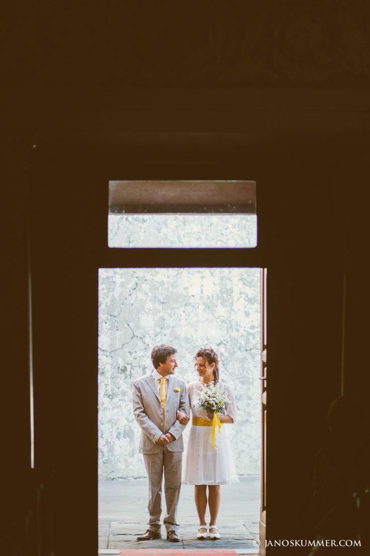 wedding photo at the church #short #wedding #dress #yellow Chiesa San Lorenzo al Prato, Sesto Fiorentino, Florence #wedding #church #Firenze