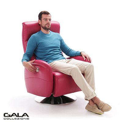 Fotel który się rozkłada za jednym dotknięciem? To Arosa - nowoczesny fotel z funkcją relaksu, którym sterujesz za pomocą elektrycznych sensorów. By go rozłożyć nie musisz wcale wstawać z fotela - siedzisz wygodnie, dotykasz sensora i już - fotel sam zmienia kąt nachylenia oparcia i podnóżka.