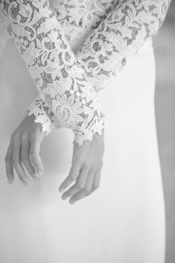 Jeanne Source Créatrice de robes de mariée // TOP NINA // guipure rebrodée et tulle  // JUPE NINA // double crêpe de soie   www.jeannesource.fr