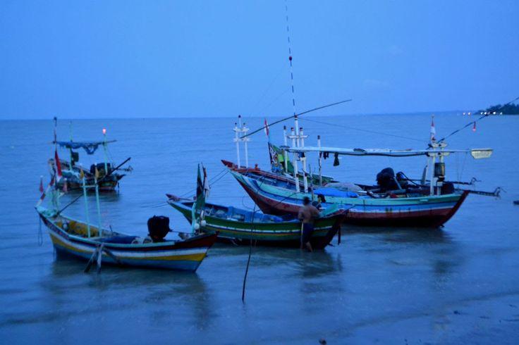 Senja Biru yang Indah di Pantai Boom Tuban