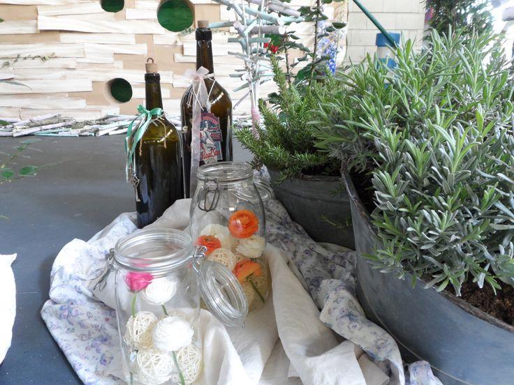 lavanda+romero+tinajas+ranúnculos+frascos+botellas....huele a vintage!