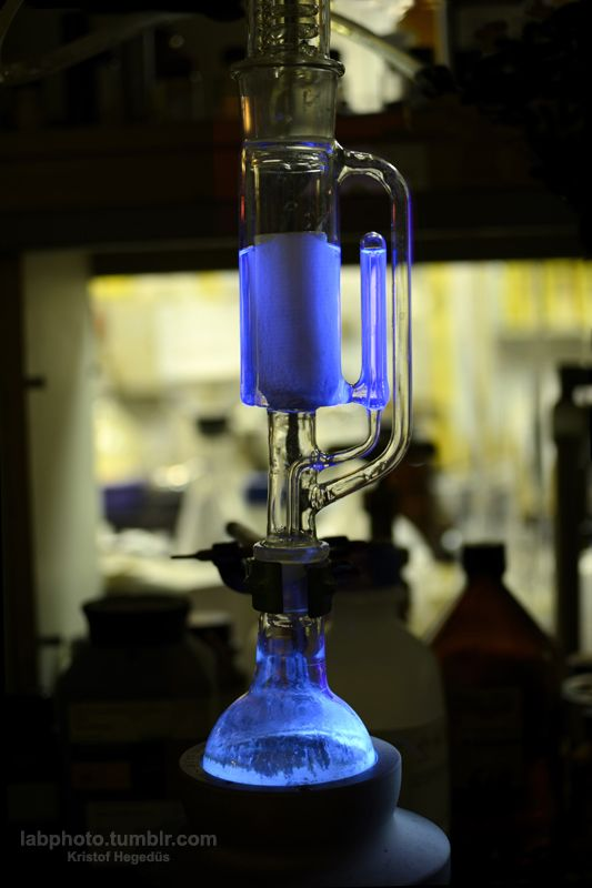 Using a Soxhlet extractor to get out my highly fluorescent product from the tarry reaction mixture. The raw reaction product is placed in the upper part of the extractor in a paper thimble and it is continuously washed with fresh solvent (in this case acetone) till the extracted solution is fluorescent. The solution flows down to the flask at the bottom where it boils and gets back on the paper thimble. The extracted compound is concentrated in the bottom flask and at the end everyth