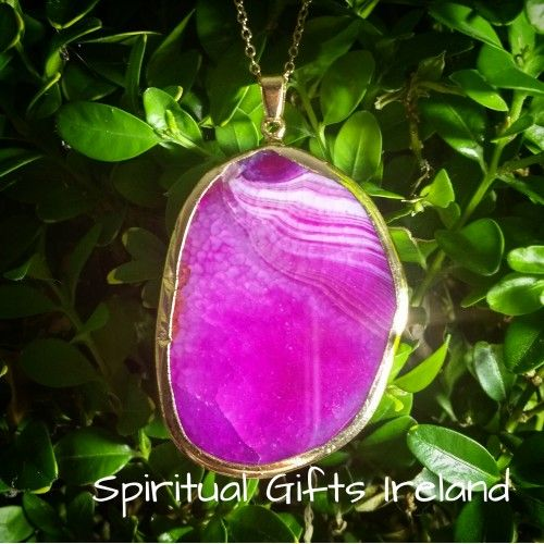 Visit our store at www.spiritualgiftsireland.com  Follow Spiritual Gifts Ireland on www.facebook.com/spiritualgiftsireland www.instagram.com/spiritualgiftsireland www.etsy.com/shop/spiritualgiftireland We are also featured on Tumblr  Inanna is the Goddess of the morning and evening star. 🌠A figure of beauty, soft, soothing and feminine in nature. Our Inanna Agate pendants are so called because they represent all of her innate qualities.  Agate is a stone of strength, harmony, creativity and…
