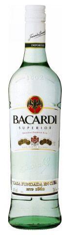 【バカルディ スペリオール】世界で最も飲まれているプレミアムラム。甘味と酸味のバランスが必要なカクテルには欠かせないベースとして使われ、ダイキリ、モヒート、ピニャコラーダなど、あらゆるフルーツを使ったカクテルのベースとして抜群の相性を発揮します。