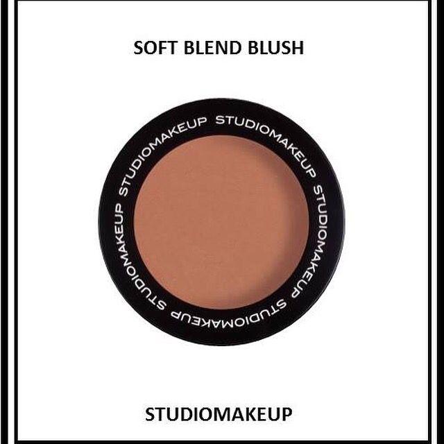 Pour rehausser votre éclat durant toute votre journée!   www.studio-make-up.com