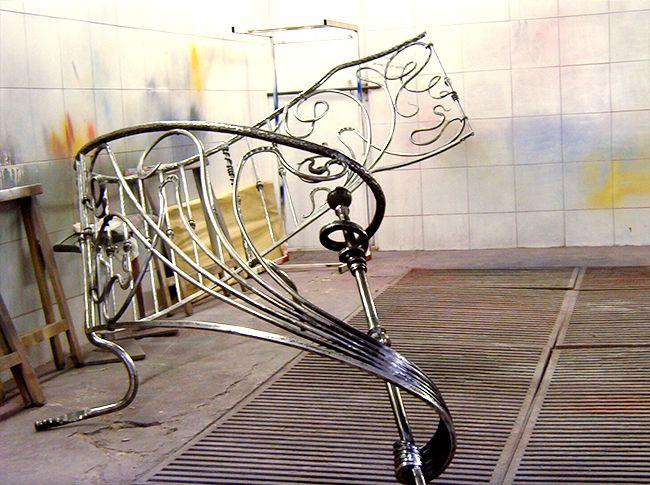 Pingl sur rampes d 39 escalier en fer forg for Portail fer forge art deco