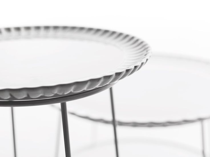 IL PIATTO E' SERVITO by Mogg / A sweet tray to use surrounded by friends, a romantic object that discovers the value of the hospitality / Design by Saverio Incombenti http://www.mogg.it/Prodotti/Table/IL-PIATTO-e-SERVITO/  #mogg #moggdesign #IlPiattoEServito #SaverioIncombenti #InteriorDesign #InteriorDesign #Interior #Design #ItalianFurniture #Italian #Furniture #coffeetable #cermic #sweettray