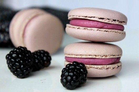 Blackberry macarooms