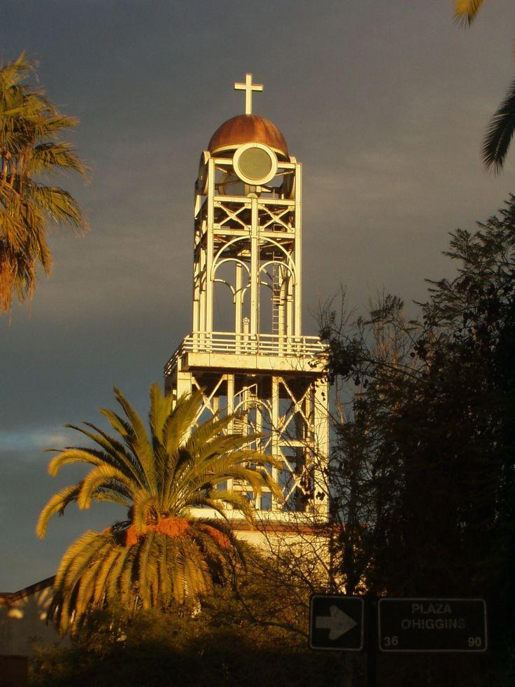 Torreón de la iglesia San Ambrosio de Vallenar, reconstruida conservando las líneas  originales de la arquitectura neoclásica. Fotografía tomada por MAMC-TOÑA