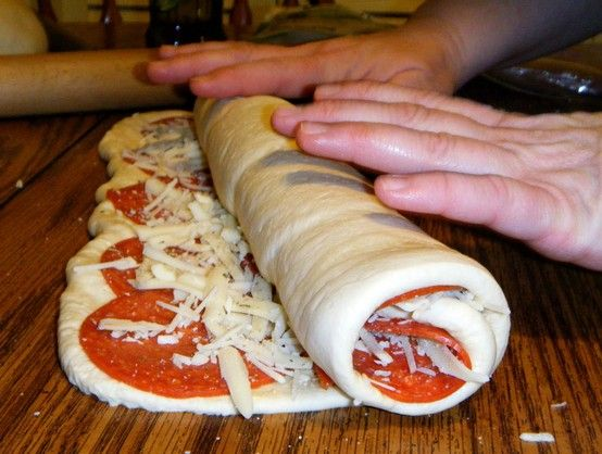 Pepperoni Rolls: Great Idea for a quick and easy supper - Click image to find more Food & Drink Pinterest pins