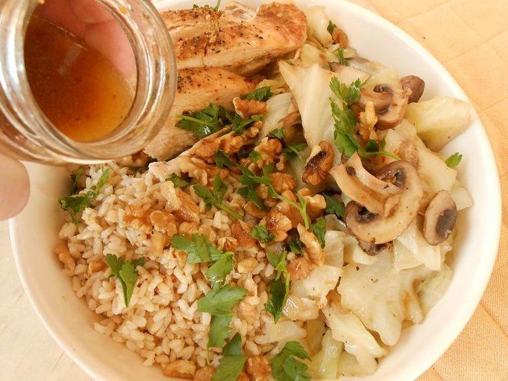 Ψητό κοτόπουλο και καστανό ρύζι με μανιτάρια και λάχανο - http://www.zannetcooks.com/recipe/psitokotopoulokastanorizi/