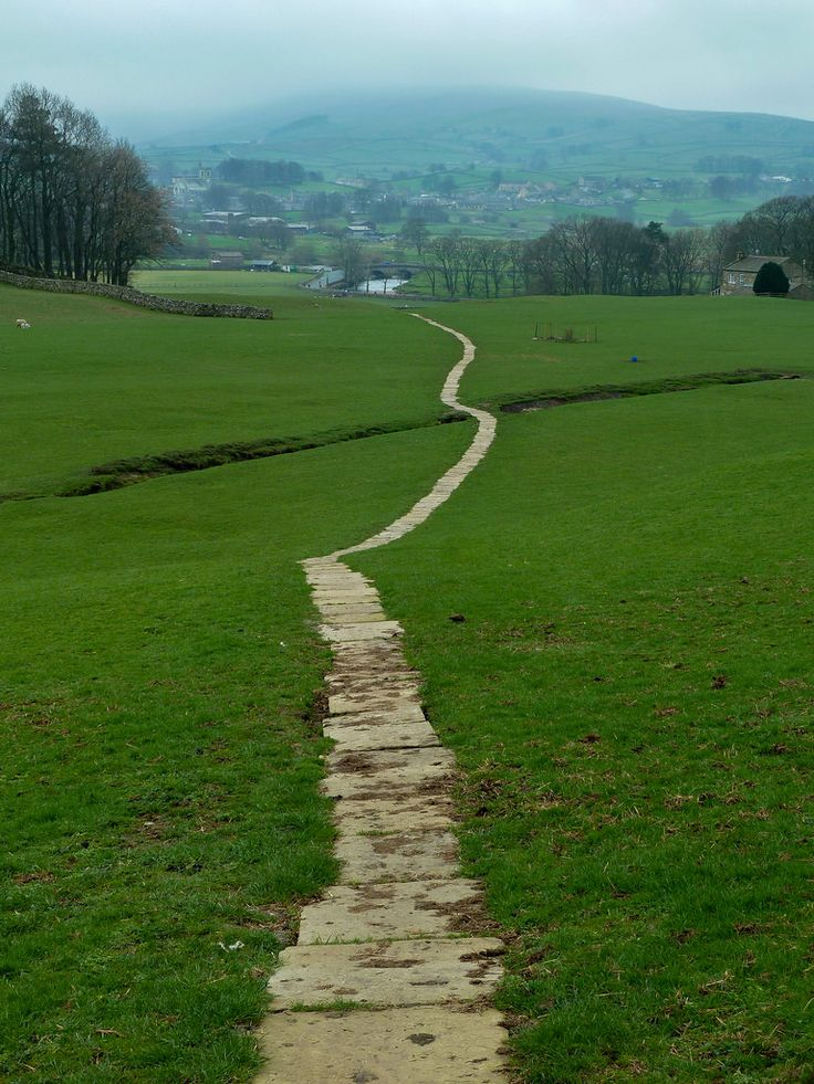 Path from Hawes to Sedbusk, Yorkshire Dales, England