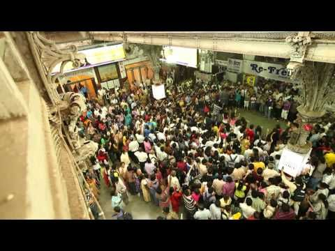 Flashmob in a Mumbai train station!