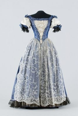 Woman's dress. Date: ca. 1870. Place of production: Hungary. Materials: silk fabric. Museum of Applied Arts