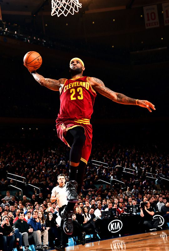 He flies through the air with the greatest of ease.  Lebron James, Cavs