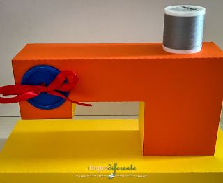 Centro de Mesa - Sítio do Picapau Amarelo  Máquina de costura em papel do Sitio de Picapau Amarelo   Centerpiece: sewing machine made in paper. Cut using Silhouette Cameo