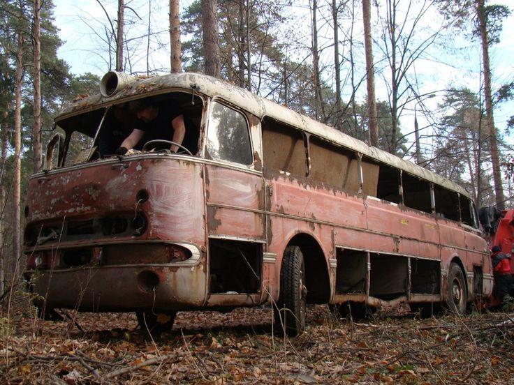 У автобуса отсутствовало рулевое колесо, поэтому для операции позаимствовали оригинальный руль с питерского музейного Ikarus 55