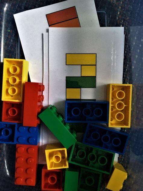 Ein selbstgemachtes Spiel für unterwegs Kleiner Baumeister ist ein Spiel, bei dem die Kinder nach Vorlage aus Lego-Steinen verschiedene Türme bauen sollen. Hier findet ihr die Vorlagen-Karten zum A…