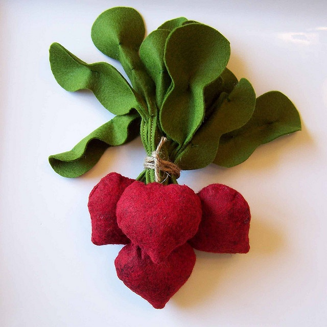 Felt Food Beets by BeckyM Photos, via Flickr