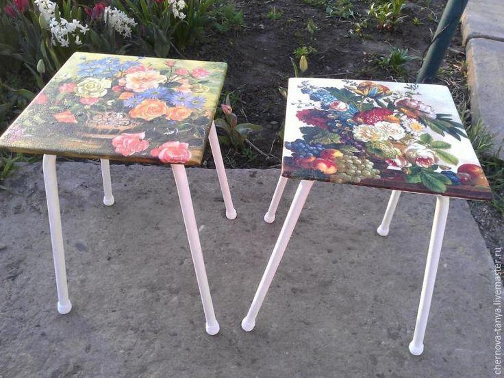 Были у нас дома стулья, на которых стояли то горшки с цветами, то они просто очень редко, но использовались по назначению на улице. В общем, хотела я их выбросить, но потом решила привести в пригодный вид, подумав, что если не получится ничего дельного, тогда и попрощаемся. Буду повествовать поэтапно о своей работе, которую делала подручными средствами. Вот основные инструменты так сказат…