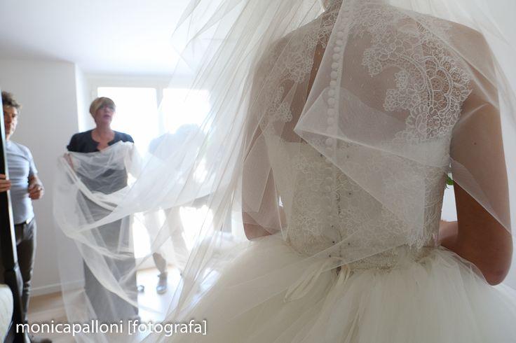 Foto Monica Palloni Immersa nel bianco  #love #white #bianco #dress #abitodasposa #velo #amore #preparativi #preparations #matrimonio #marriage #wedding #fun #divertimento #felicità #attimi #momenti #moments #monicapalloni #foto #photo #photographer #fotografa #monicapallonifotografa