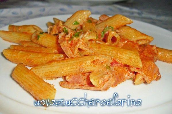 Queste appetitose e semplici penne panna e pomodoro sono una ricetta imparata a bordo della nave da crociera Costa Classica durante un minicorso di cucina.