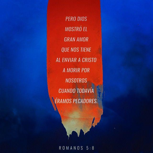 """📜🗣""""pero Dios mostró el gran amor que nos tiene al enviar a Cristo a morir por nosotros cuando todavía éramos pecadores."""" Romanos 5:8 🙌🏽🙏🏽 http://bible.com"""