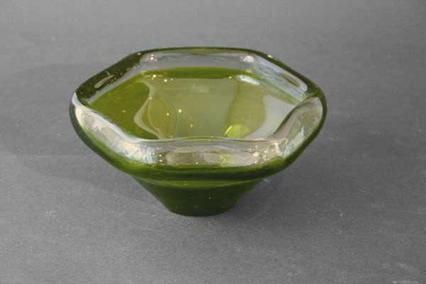 Sekskantet grønt krystallfat, 1960talls   Magnor  Munnblåst.