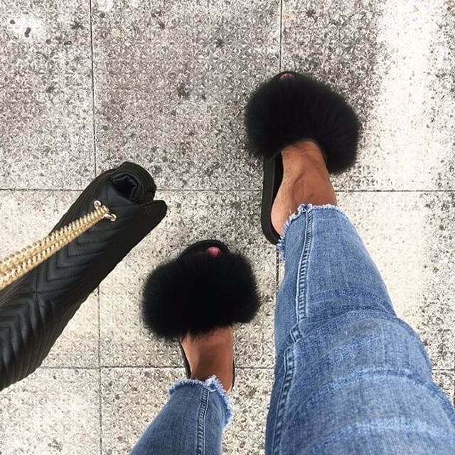 In love with these fluffy babies!  🖤 @rianna_mara 👉🏻hauteacorn.com .  .  #furslides #fluffyslides #furshoes #fursandals #furflipflops #slides #furslippers #slippers #sandals #shoes #indoor #outdoor #realfur