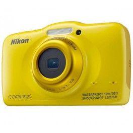 Etanche jusqu'à 10 mètres de profondeur, l'appareil numérique Nikon Coolpix S32 est un compact malin et puissant. Il est équipé d'un capteur CMOS de 13,2 mégapixels et d'un zoom optique 3x. Robuste, son boîtier aux formes arrondies est garanti antichoc jusqu'à 1,5 mètre de hauteur. Le Coolpix S32 enregistre des images de grande qualité et des vidéos au format Full HD 1080p.Ce compact Nikon dispose de modes scène et de plusieurs effets pour se être le plus intuitif possible. Il propose ...