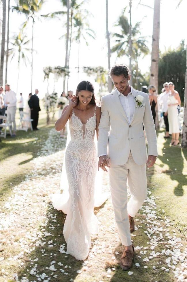 Inside Eleanor Pendleton S Elegant Shoreside Wedding Groom Wedding Attire Vogue Bride Beach Wedding Groomsmen