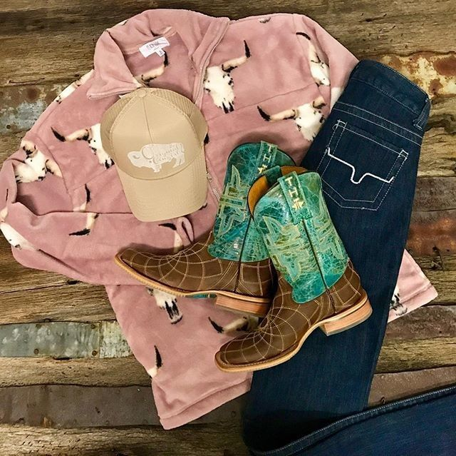 Warm fuzzy wuzzy cowgirl vibes - those boots tho!