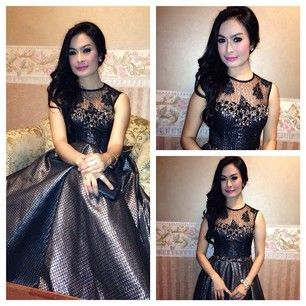 Iis dahlia wearing dress by hengky kawilarang