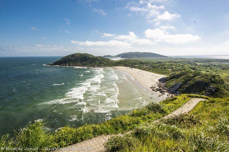 Ilha do Mel, no litoral do Paraná, é um destino rústico, lindo e bem em conta. Saiba mais >>> http://www.guiaviagensbrasil.com/blog/ilha-do-mel-no-litoral-paranaense/