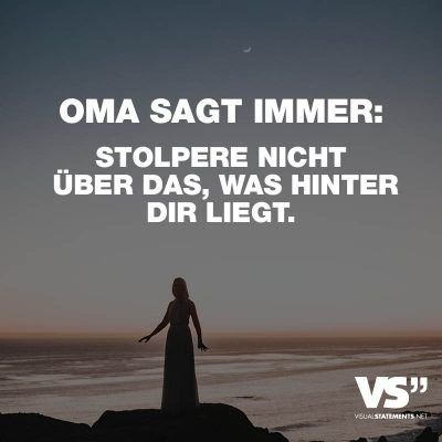 Visual Statements®️ Oma sagt immer: Stolper nicht über das, was hinter dir liegt. Sprüche / Zitate / Quotes /Leben / Freundschaft / Beziehung / Familie / tiefgründig / lustig / schön / nachdenken