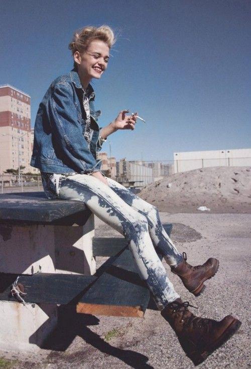 Grunge style: acid wash jeans, combat boots, shirt and denim jacket. Via girlwiththemonroe