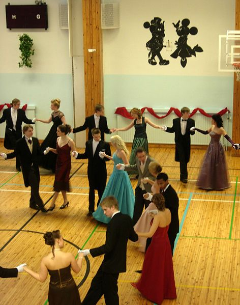 Formal dancing in the Vanhojen päivä|Vanhojen tanssit ball of the French School of Helsinki
