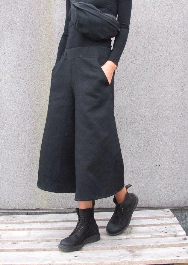 7/8-Hose in Schwarz handgenäht, Culotte / black culotte for a casual streetstyle made by StAnderswo via DaWanda.com
