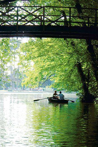 Lac des Minimes, lac artificiel du bois de Vincennes dans le 12 arrondissement de Paris